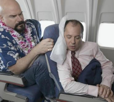Rischia il carcere per lite in aereo